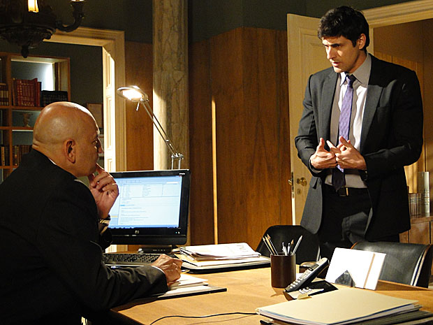Fred tenta convencer advogado a ajudá-lo
