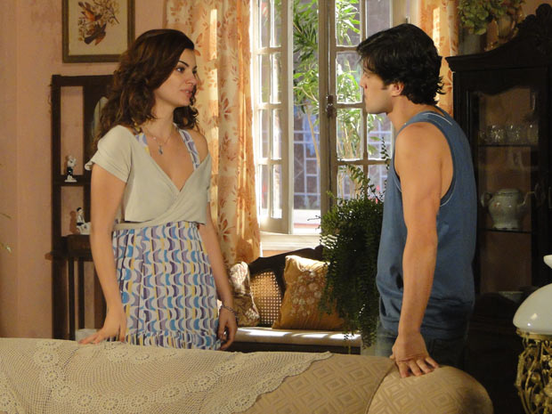 Armandinho não gosta de saber que Desirée mentiu para ele. Ela tenta se explicar