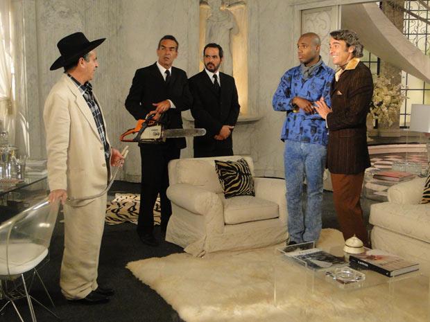 Jacques e Adriano fingem ser casados e o coronel acaba acreditando