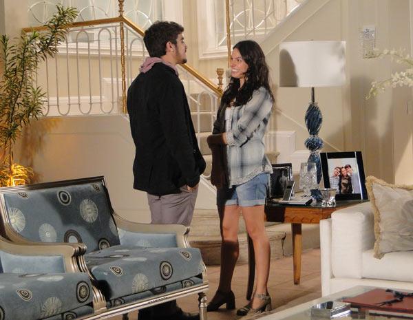 Edgar convida Marcela para jogar novamente