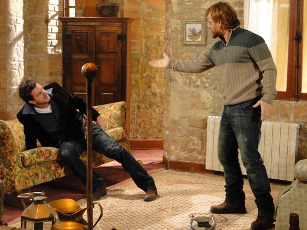 Adamos coloca Ugo pra fora do sítio, mas o sujeiro ameaça volçtar para buscar Francesca