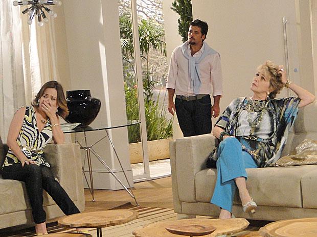 Berilo flagra Jéssica falando sobre aparelhinho com Clô