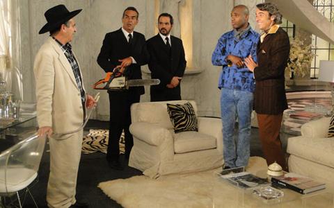 Jacques Leclair finge ter um caso com Adriano (Jacques finge para coronel)