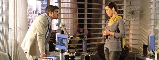 Edgar não gosta de saber que Luísa fez a cabeça de Camila contra Marcela