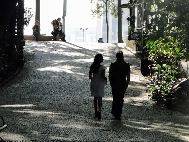 Edgar leva Marcela para conhecer São Paulo