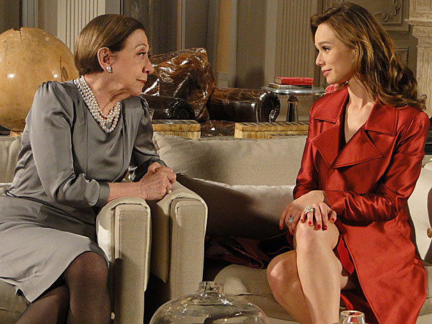 Cínica, Clara ameaça Bete