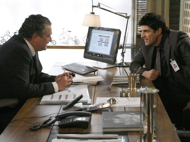 Fred tenta fazer chantagem com Saulo, mas não consegue, e está fora da metalúrgica