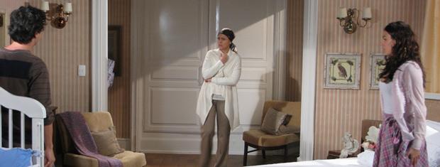 Bruna ouve o que Julinho fala e fica revoltada com o marido