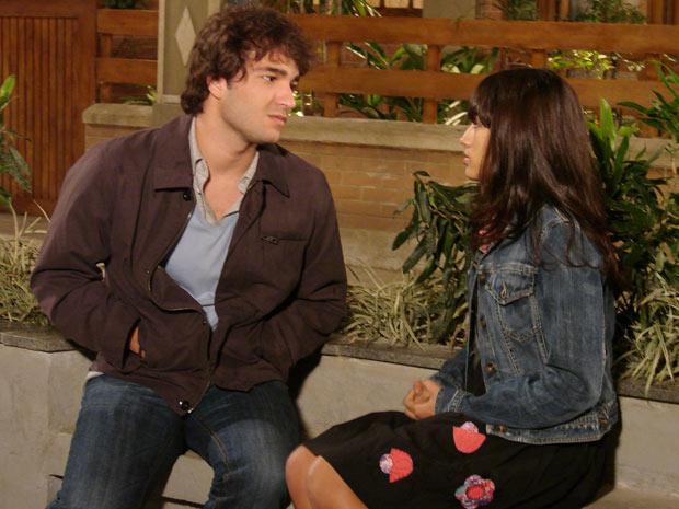 Luti diz a Gabi que precisa contar uma coisa muito importante para ela