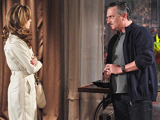 Clara considera a proposta de Saulo