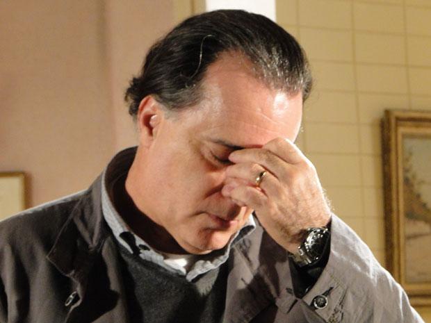 Gemma diz que tem vergonha de Totó e ele fica arrasado