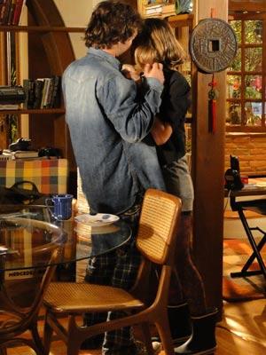 Antes de ir embora, ela o beija