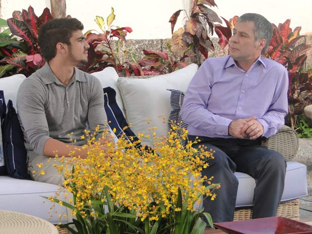 Edgar e Gustavo conversam sobre Osmar
