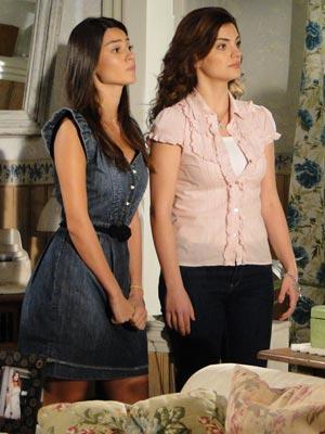 Amanda e Desirée tentam se explicar para o estilista