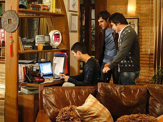 Ari, Chico e Ângelo colocam foto na internet
