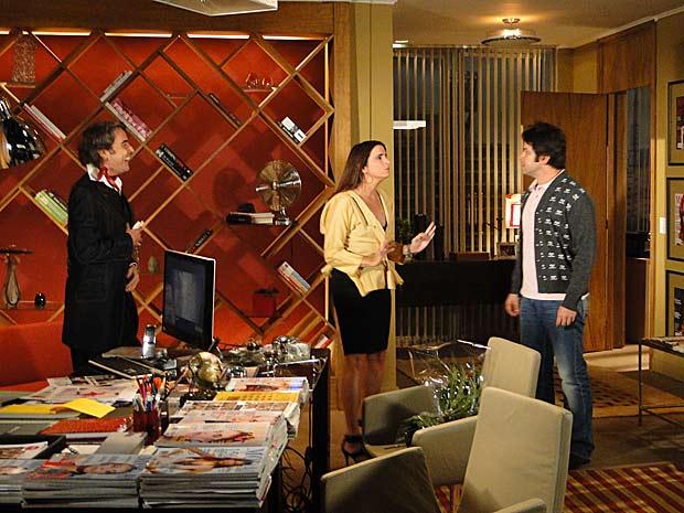 Suzana tenta apartar briga de Jacques Leclair e Ariclenes