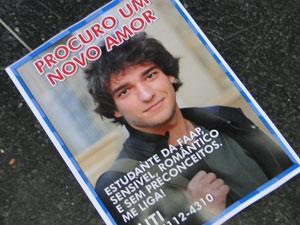 Planfletos foram feitos com uma foto de Luti
