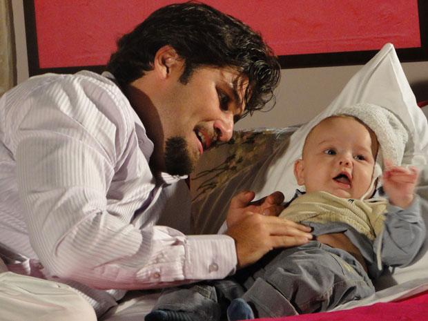Berilo conversa com o filho, Olavinho