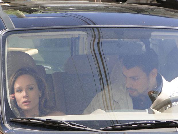 Danilo beija Clara e os dois tem uma recaída e vão para um motel