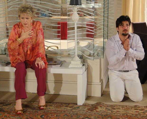 Berilo revela a Clô que, além da filha, também é casado com a neta de Olavo