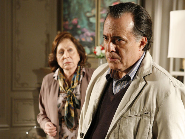 Totó fica arrasado ao ouvir de Bete que Clara é uma ladra