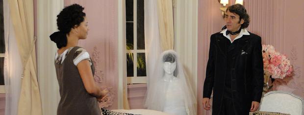 Clotilde conta para Jacques seu plano para afastar Gigi