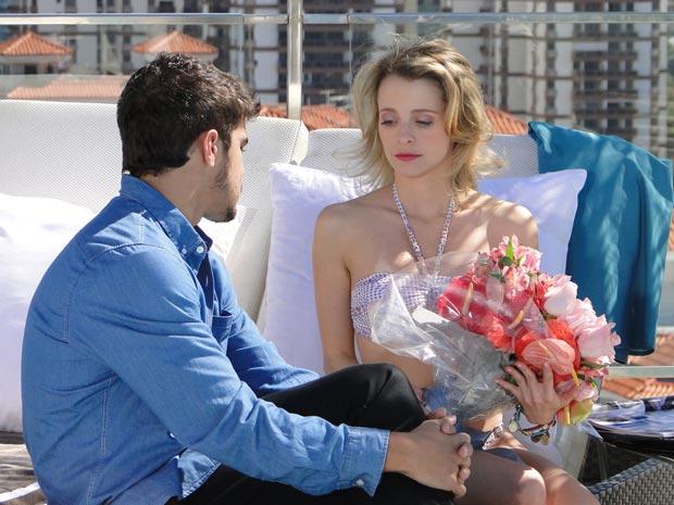 Edgar questiona Camila sobre o casamento