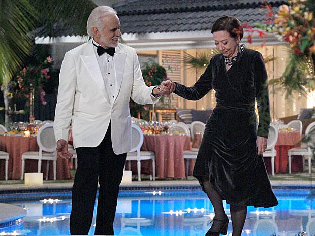 Olavo convida Bete para dançar