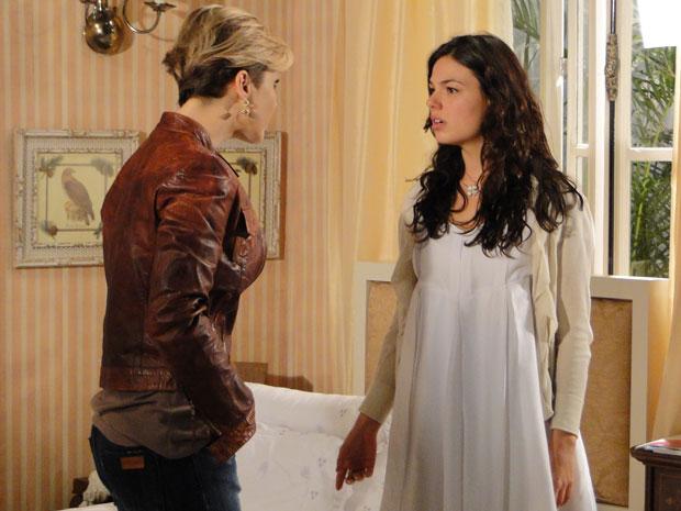 Luísa aparece de surpresa no quarto de Marcela e manda ela ficar longe de Edgar