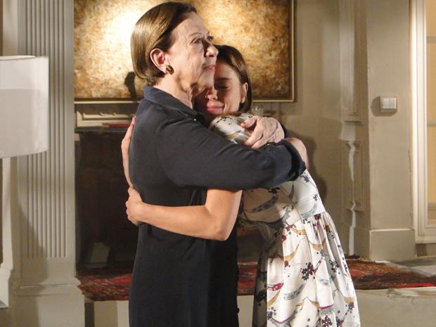 Bete e Diana se abraçam, após uma emocionada despedida