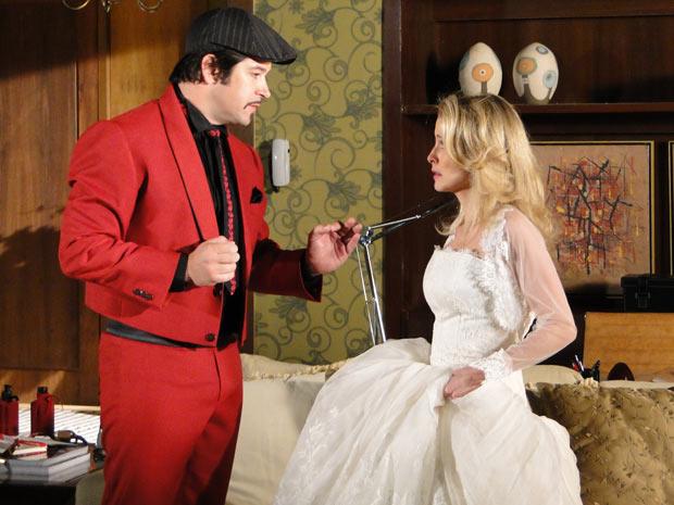 Camila comenta que está muito nervosa com o casamento e Victor Valenitm a acalma