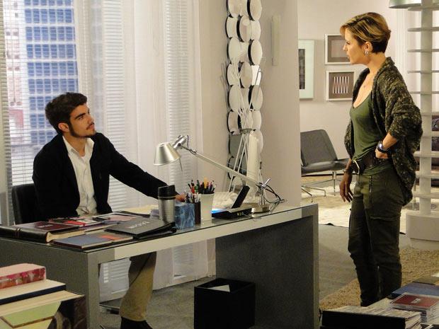 Edgar conta para Luísa que beijou Marcela e está apaixonado por ela