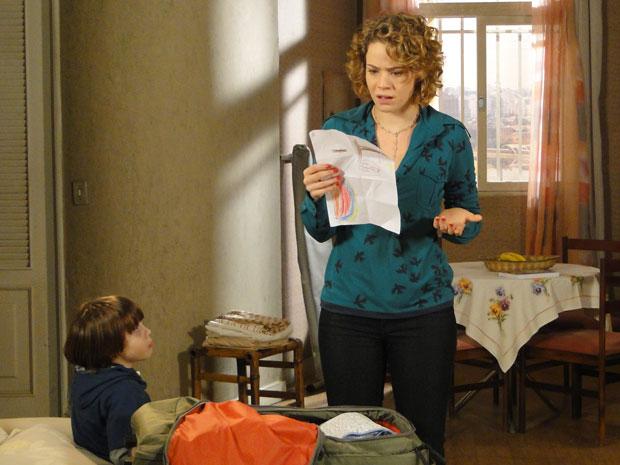 Agostina encontra documento de divórcio e se assusta