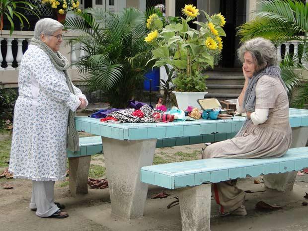 Olga diz para Cecília parar de se fazer de louca