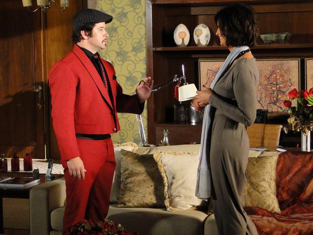 Luíza Brunet decide fazer o vestido com Victo Valentim