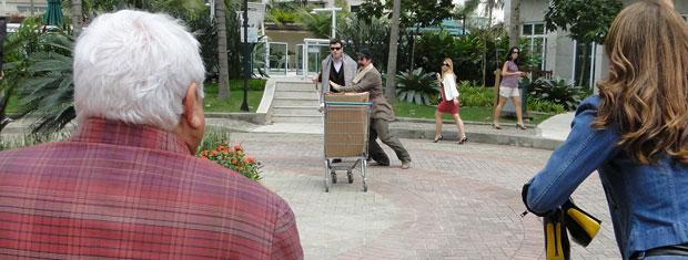 Ari e Chico começam a correr e Jaqueline sai em disparado atrás deles