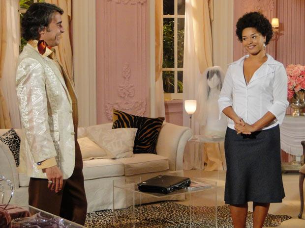 Clotilde conta que conseguiu convencer Luíza Brunet a ficar com o vestido