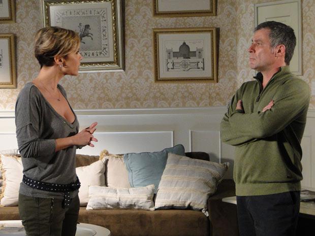 Luisa conta para Gustavo que Edgar quer se desligar da agência