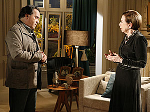 Totó revelou a Bete que iria entregar Clara para a polícia