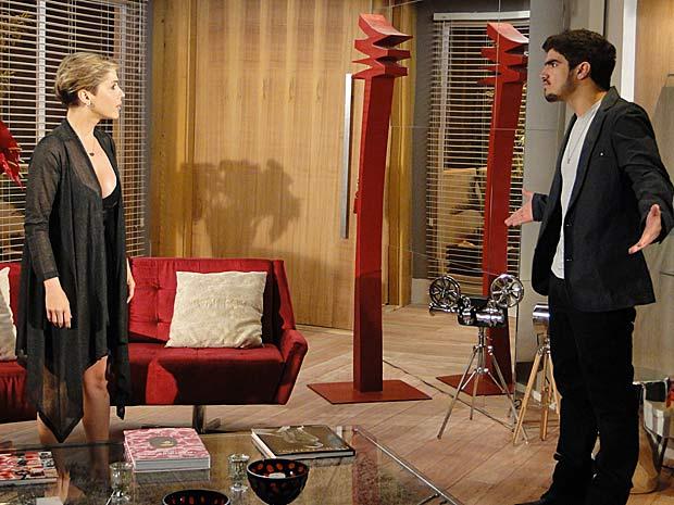 Edgar diz para Luisa que está na hora deles se afastarem