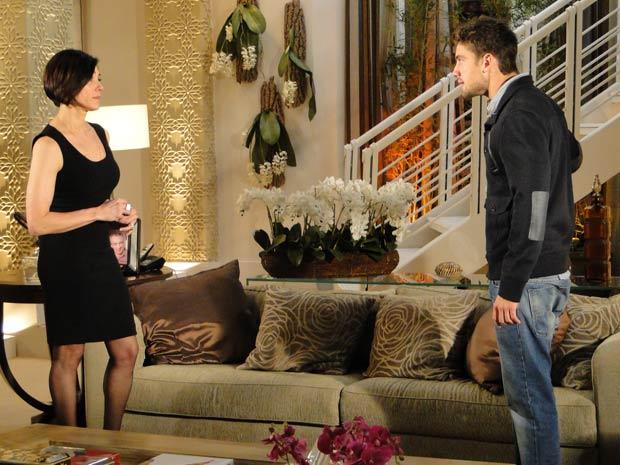 Jorgito alerta Rebeca sobre Edgar e Marcela