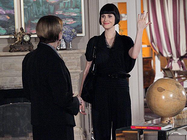 Melina exibe aliança e avisa que se casou