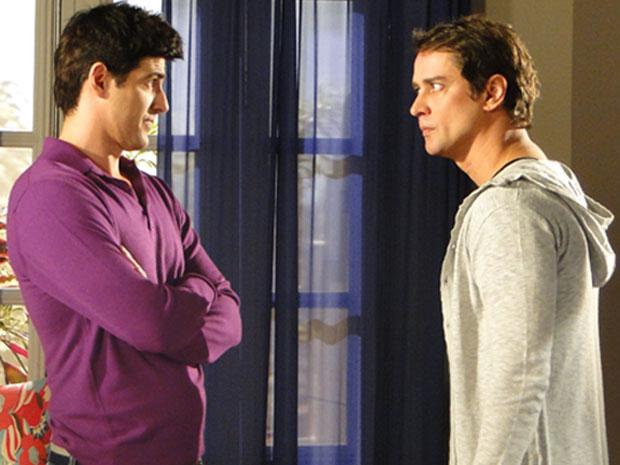 Gerson discute com Fred e o manda deixar a mansão. Mas o vilão não se sente ameaçado e é irônico com o piloto