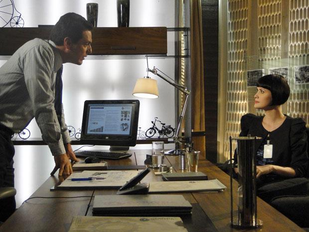 Melina revela que se casou com Fred e que seu marido vai trabalhar na metalúrgica