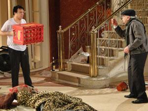 Mimi se defende de Benedetto, que está furioso