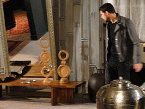 Danilo rouba peça de prata da própria casa