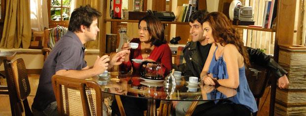 Ari conta que pretende jogar vinho no vestido de Jacques Leclair