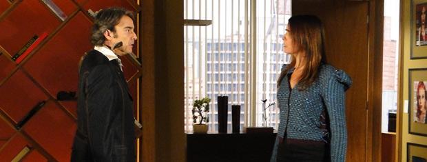 Suzana pede para Jacques deixar Valentim de lado e ele a acusa de ser aliada do espanhol