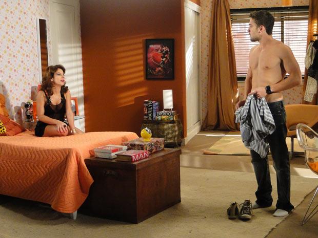 Jorgito perde a paciência com Thaísa, que fia irritada e o expulsa