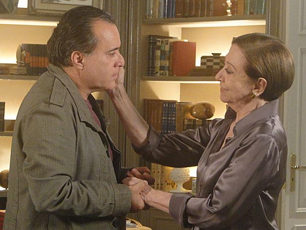Bete está feliz porque o filho não vai mais voltar para a Itália